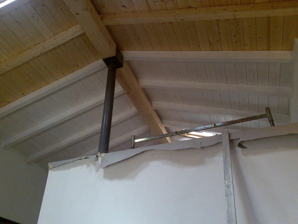 Cantina ristrutturata tetto a due falde in legno lamellare for Tetti in legno lamellare prezzi al mq
