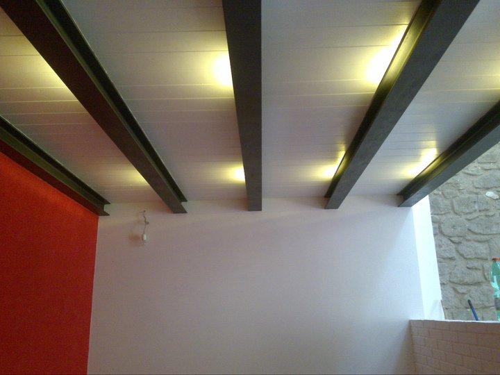 Cantina ristrutturata tetto a due falde in legno lamellare for Soppalco in legno lamellare