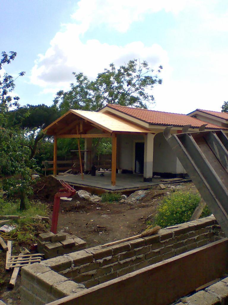 Portico con capriata realizzazioni roma latina for Kit di costruzione portico