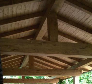 Foto tetti in legno lamellare